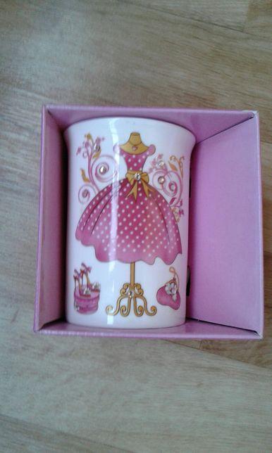 Подарочная чашка Bona новая
