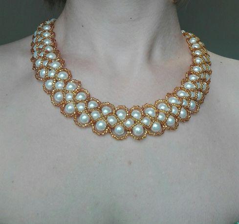 Ожерелье из чешского бисера и бусин.