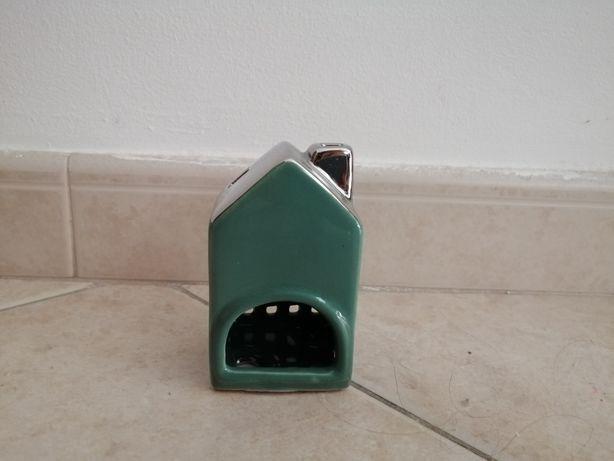 Castiçal em forma de casinha