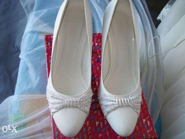 продам свадебные белые туфли. р38