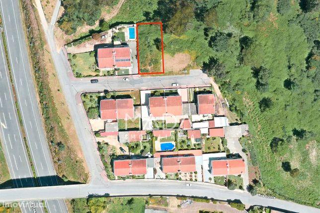 Terreno c/ 510m2 para construção de moradia geminada em Vilaça, Braga