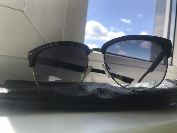 Продам очки Guess,оригинал,чехол в комплекте.