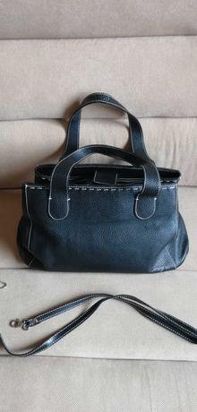 Czarna pojemna torebka