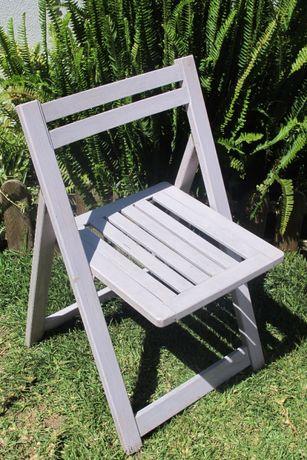 Cadeira de madeira dobrável pintada à mão
