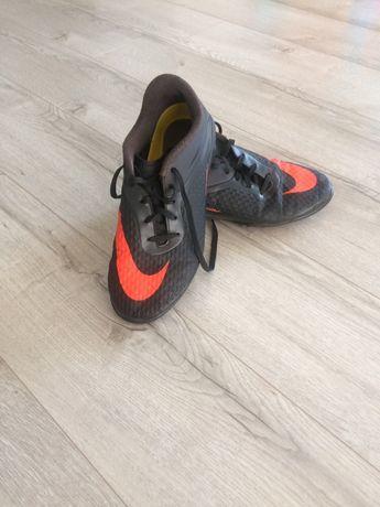 Сороконіжки Nike