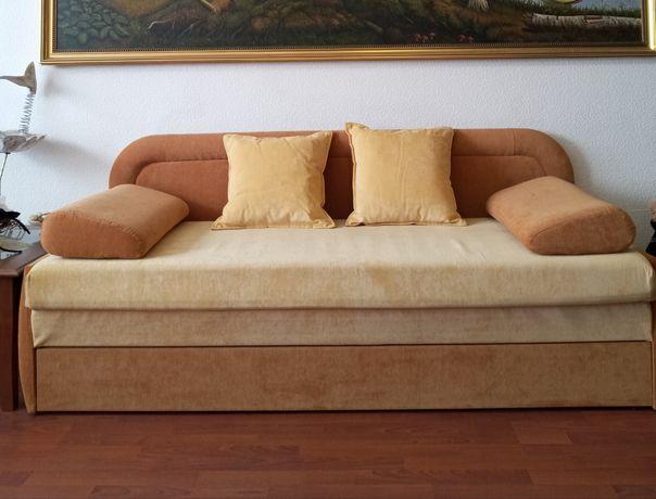 Новый, трехцветный диван