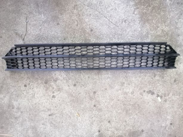 Решетка бампера центральная Passat B7 USA