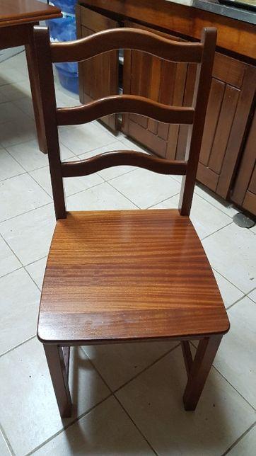 Cadeiras em Madeira Maciça.