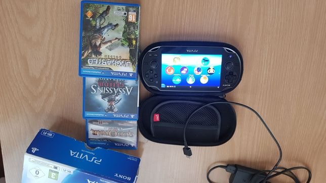 PS Vita + acesoria+3 gry