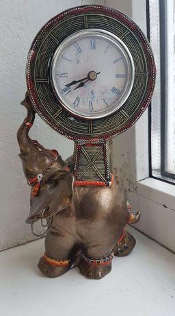 Все по 50!!! Часы Слон хобот вверх высота 22.8 см