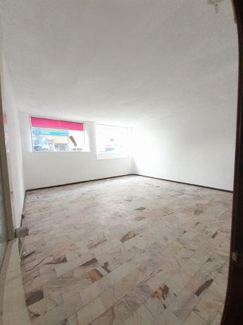 Loja aluguer 3 salas 2 wc 1 arrecadação 108m2