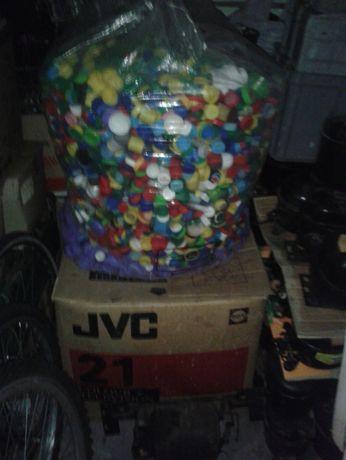 Korki od butelek PET 100 kg ok. 50 zł.