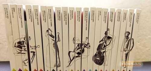 """Coleção de 20 CDs """"O fado do Público,Bom estado.original."""