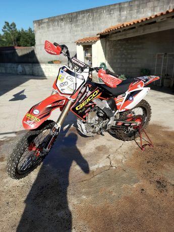 Honda crf 250cc.