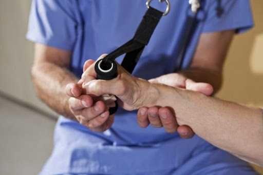 Заняття з фізичним терапевтом