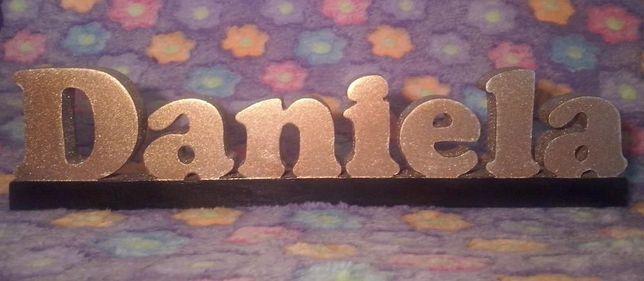 Nome DANIELA em madeira
