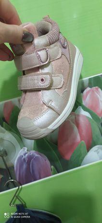 Взуття для дівчинка