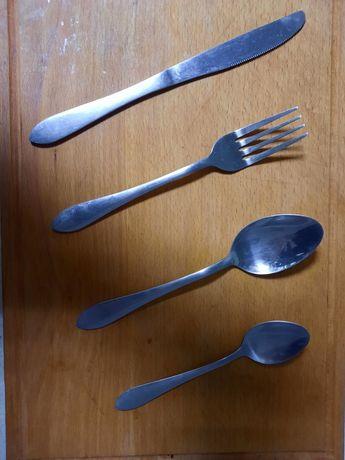 Столові прибори, ніж, виделка, ложка