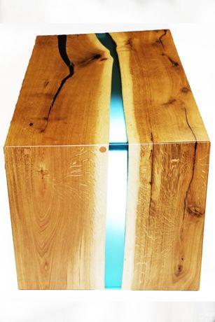 Stolik Kawowy z drewna połączony z epoxy