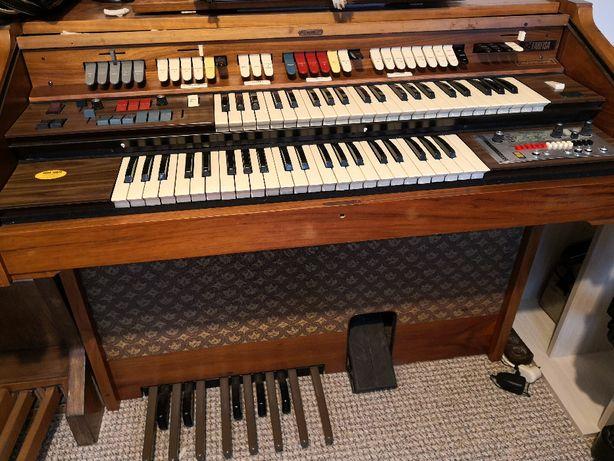Organy Farfisa Charmaine z efektem leslie, wirujący głośnik