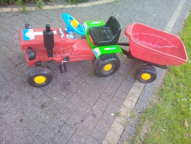 Traktorek z przyczepką