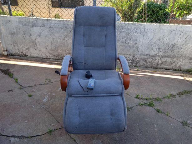 Boas vendo está cadeira de massagem em bom estado