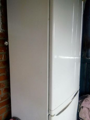 Холодильник двокамерний.
