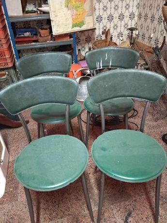4 cadeiras em pele