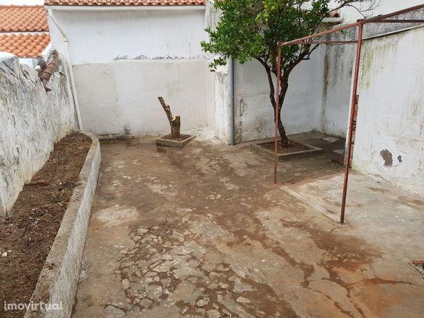 Moradia T3, com Quintal, no Vimieiro