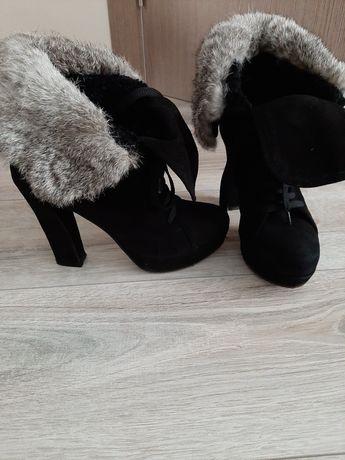 Продам замшевые демосизонные ботинки Carlo Pazolini