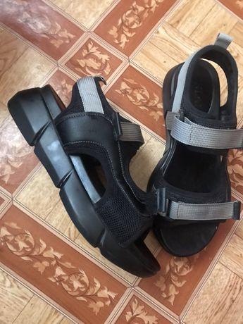 Босоножки, сандали. 37 р