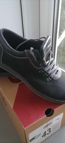 Мужские кроссовки, макасины