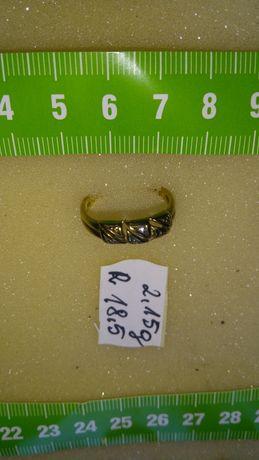 Pierścionek złoty z diamentami w cenie 2600 zł