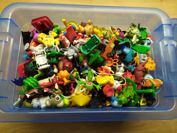 Figurki z Kinder Niespodzianka całe pudełko różne