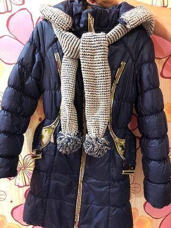 Продам Очень тёплый пуховик +шарфик Подойдёт на 8-10 лет.Отдам за 400