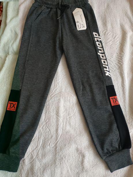 Нові спортивні штани для хлопчика