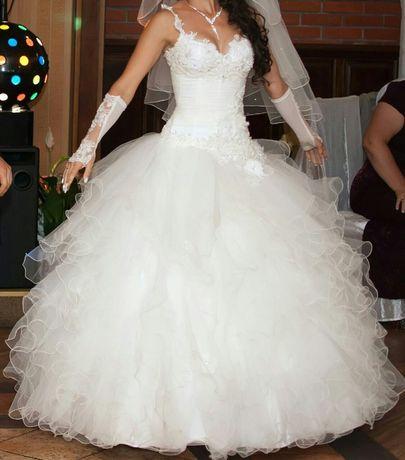 Продам чудову весільну сукню