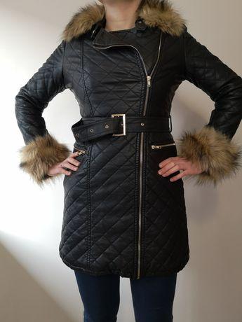 Kożuch płaszcz damski pikowany zimowy z futerkiem S
