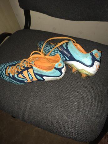 спортивная обувь для футбола (бутсы)