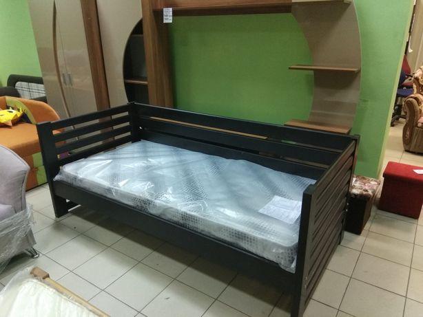 Кровать деревянная, дерево