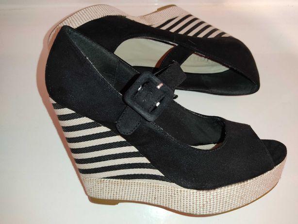 Czarne sandały na koturnie 37 CCC