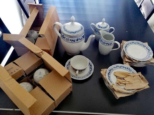 Serviço de chá, novo a estrear, da extinta porcelana Coimbra SP.