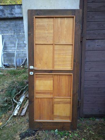 Drzwi wewnętrzne drewniane 2 sztuki.
