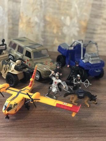 Лот игрушек. Самолет, военная машина солдатики