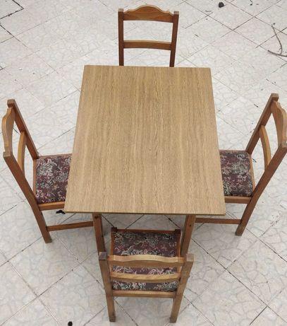 Mesa com 4 cadeiras em madeira maciça, preço para despachar