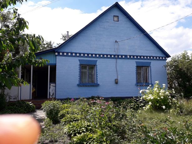 Цегляний жилий будинок