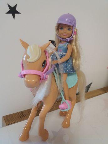 Chealse na koniu barbie matel