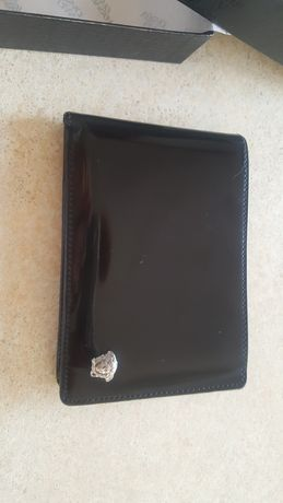 Czarny skorzany portfel Versace