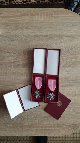 Medal order odznaka za długoletnie pożycie małżeńskie