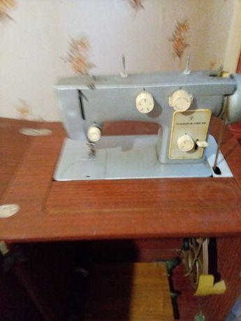 Продам швейнаю машинку